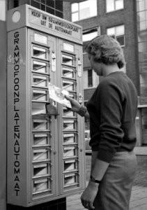 J.van Eijk -Grammofoonplatenau- Postcard