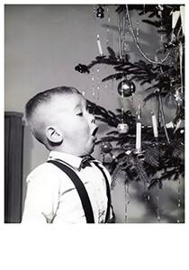 Spaarnestad Fotoarchief, -Net jongetje met kaarsje een kerstboom- Postcard