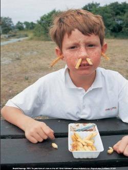 Ronald Hammega (1948) -De patat komt m'n neus en oren uit / fries / frites / friet- Poster