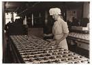 Lewis Hine(1874-1940)  -  Chocolate Maker - Postcard -  A16758-1