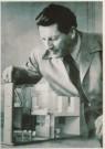 Gerrit Th. Rietveld (1888-1964 -  Gerrit Rietveld met maquette kernwoning - Postcard -  A4342-1