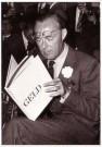 Spaarnestad Fotoarchief,  -  Prins Bernhard bekijkt het boek 'Geld' - Postcard -  B3294-1