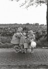 Oda Akkermans  -  Zusjes met baby (2) - Postcard -  B3360-1