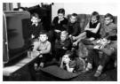 Anoniem  -  Jonge Televisiekijkertjes - Postcard -  B3492-1