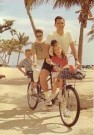 Stephen Hender  -  Biking family - Postcard -  C11024-1