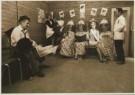 Paul H. de Bruin  -  Bruin, de/  7 persons & 2 dogs - Postcard -  C2301-1