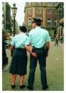Arnoud Bourdrez  -  Vrouwen helpen - Postcard -  C3306-1