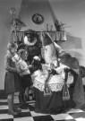 Spaarnestad Fotoarchief,  -  Twee kinderen met Sinterklaas - Postcard -  D1153-1