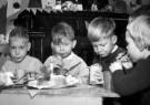 Spaarnestad Fotoarchief,  -  Kerstviering. Vier kinderen met een kersttulband - Postcard -  D1166-1
