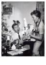 Spaarnestad Fotoarchief,  -  Kerstcadeaux/Kerstkadootjes bijna vallen, 1959 - Postcard -  D1182-1