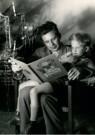Spaarnestad Fotoarchief,  -  Vader zit naast de kerstboom in de leunstoel - Postcard -  D1190-1