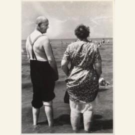 Oud paar op strand